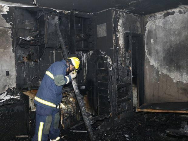Uma pessoa morre em incêndio em condomínio da Asa Norte e bombeiros reclamam da dificuldade de acesso para o resgate
