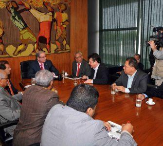 Centrais sindicais se reúnem com presidente da Câmara para debater derrubada de artigos da MP 680